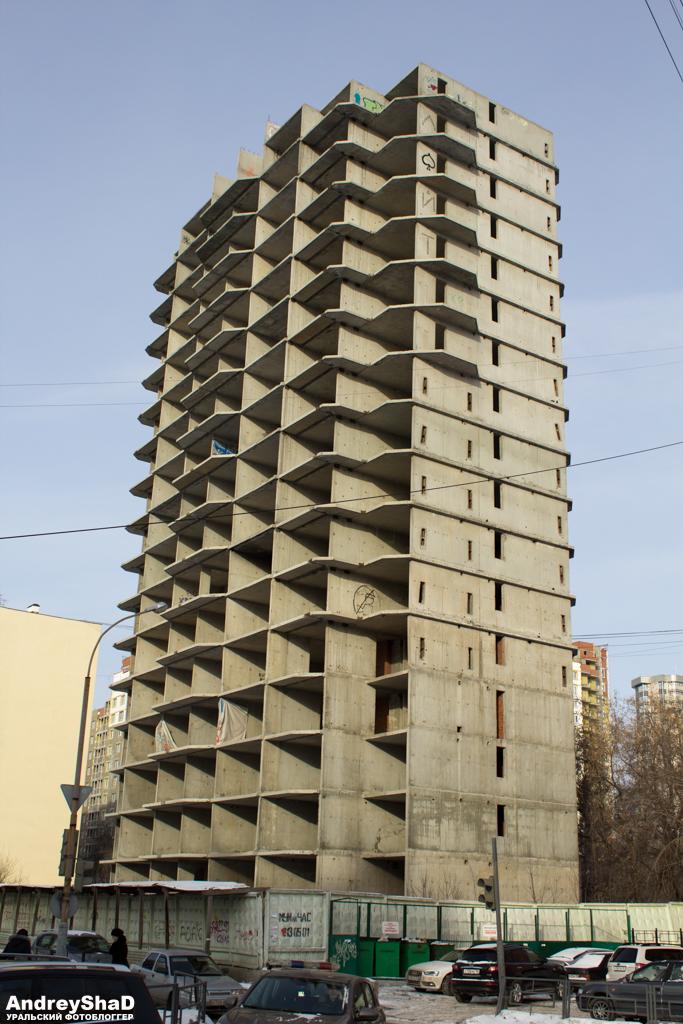 Заброшенное 17 этажное здание