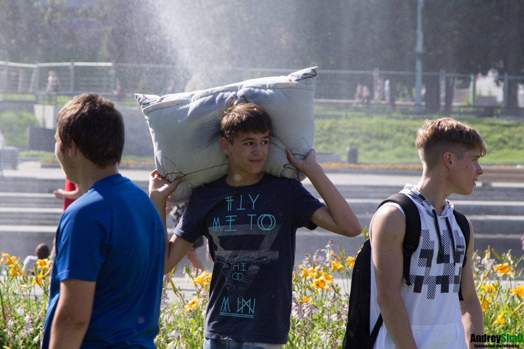 Бой подушками в Екатеринбурге