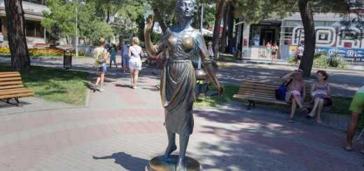 Скульптуры в Геленджике
