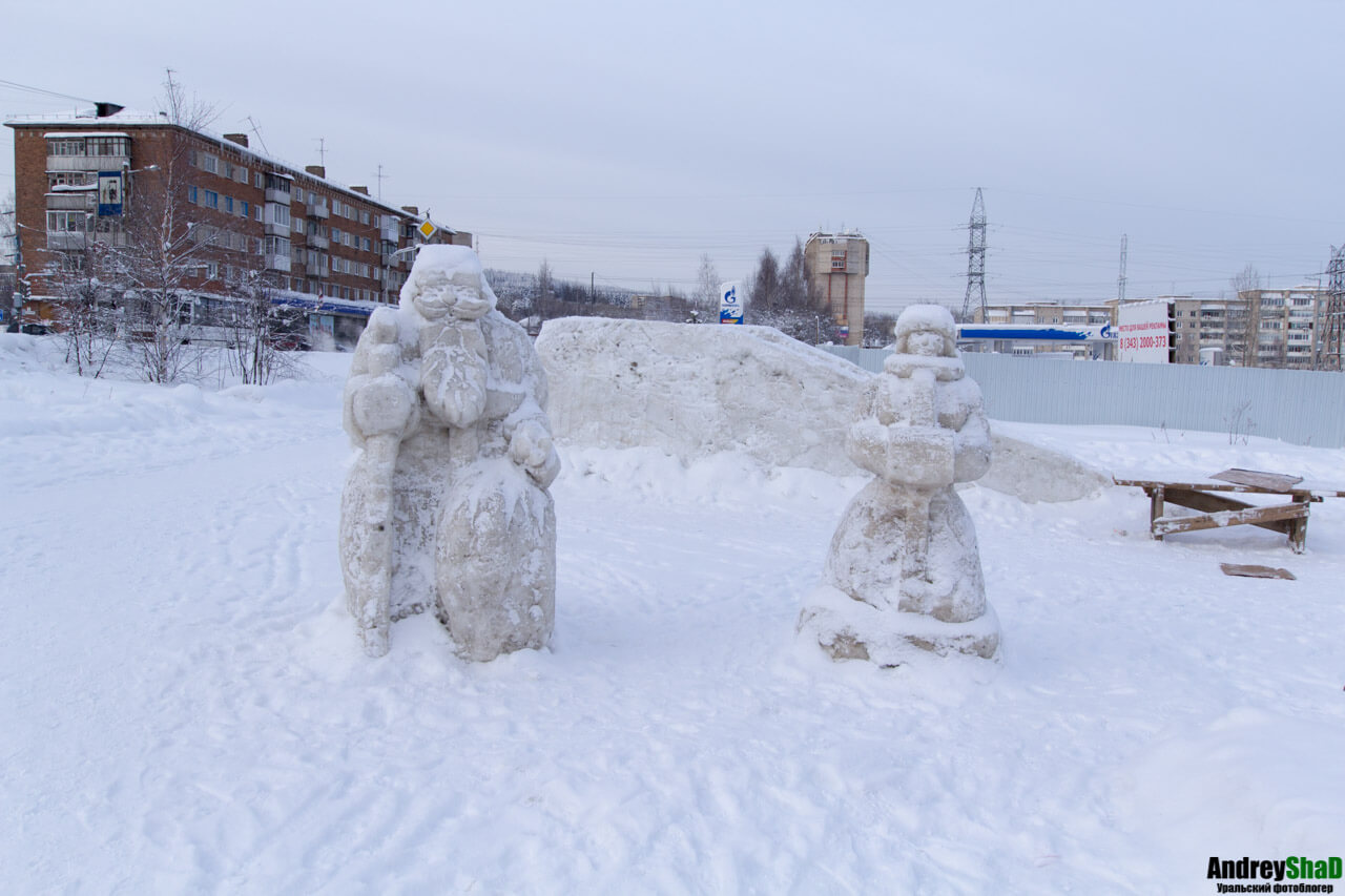 Снежный городок возле Капитала