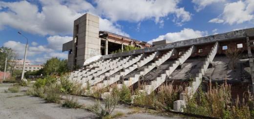 zabroshennyj-stadion-min