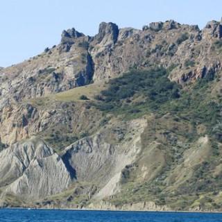 vulkanicheskij-massiv-kara-dag-min